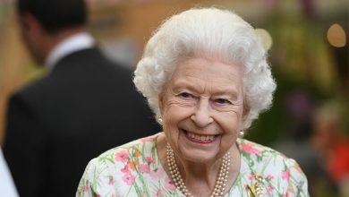 صورة أغرب عادات تناول الطعام عند ملكة بريطانيا إليزابيث.. وهذه الأكلات محظورة!