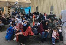 صورة أفغانيات يلجأن لفكرة جديدة في مطار كابل للهروب من البلاد