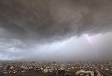 صورة الأرصاد تكشف عن توقعات حالة الطقس اليوم: أمطار رعدية ورياح نشطة على هذه المناطق