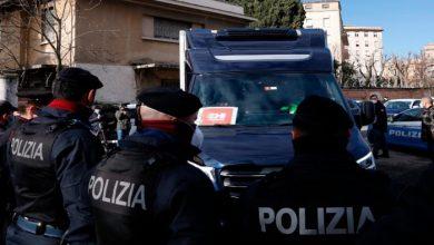 صورة الشرطة الإيطالية تداهم شركة أسلحة يشتبه بأن الصين اشترتها بشكل غير قانوني