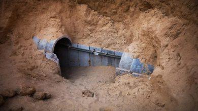 صورة انتشال جثامين 3 فلسطيين من نفق في المنطقة الحدودية مع مصر