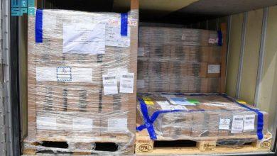 صورة بالصور: وصول طائرة شحن إغاثية تحمل أكثر من 600 ألف جرعة لقاح أسترازينيكا إلى هذه الدولة