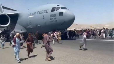 صورة بعد التفجيرات الدامية.. استئناف رحلات الإجلاء من مطار كابل