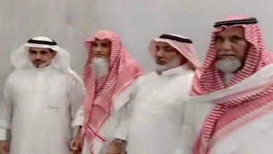 صورة بعد فِراق 100 عام.. أبناء شقيقَيْن سعوديَّيْن يلتقون على مشارف عمر الـ 60