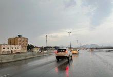 صورة شاهد.. أمطار غزيرة على مكة ورياح وصواعق وتساقط البرد والمدني يحذر