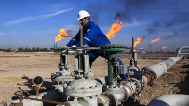 صورة ضعف الدولار يصعد بأسعار النفط