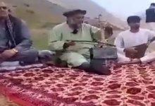 صورة طالبان تقتل فنان شعبي شهير بعد سحبه من منزله بطريقة عنيفة