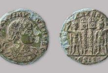 صورة عمال في إنجلترا يكتشفون عملات معدنية رومانية.. وأسس منازل تعود للعصر الحديدي -صور