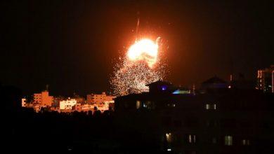 صورة غارات إسرئيلية على غزة.. وأدرعي: استهدفنا مواقع لحماس والجهاد