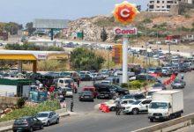 صورة لبنان.. فرحة تعبئة سيارة بالبنزين تطغى على بهجة عروسين