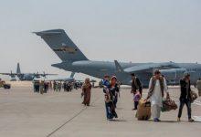 صورة للمرة الثانية خلال أيام.. انفجار عنيف يضرب محيط مطار كابل الدولي