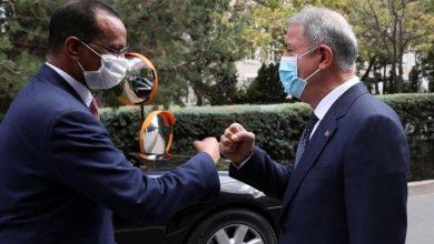 صورة وزير الدفاع التركي ونظيره الصومالي يبحثان ملفات أمنية ثنائية وإقليمية