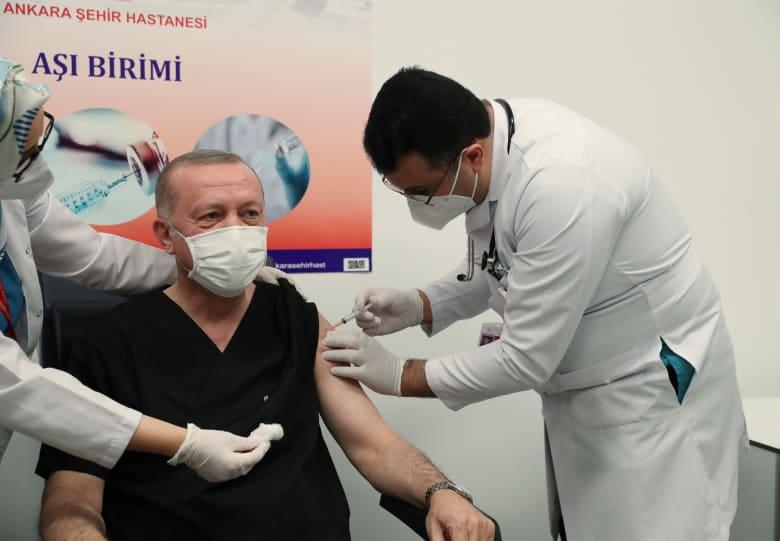 صورة أردوغان يتلقى الجرعة الأولى من لقاح سينوفاك