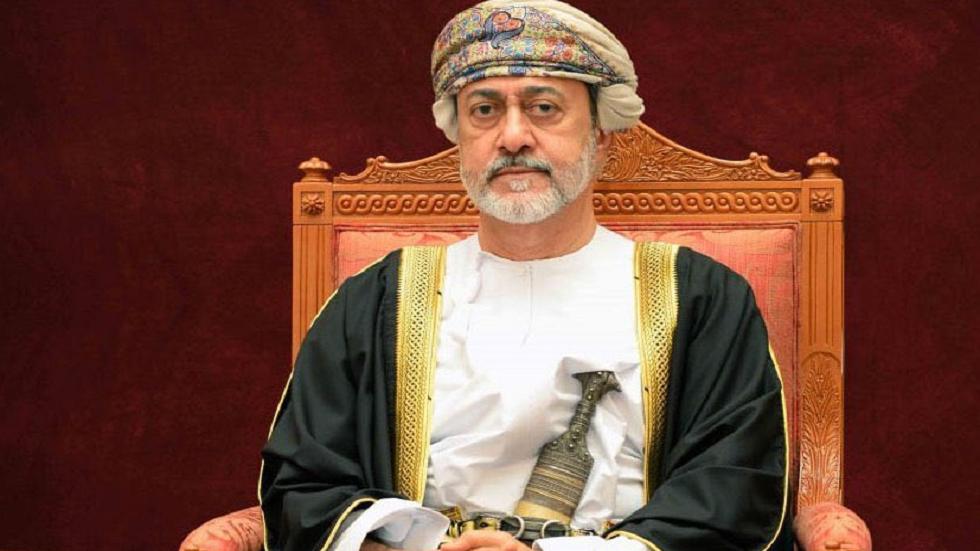 صورة سلطان عُمان يصدر مرسوما بآلية إنتقال الحكم وتعيين ولي العهد