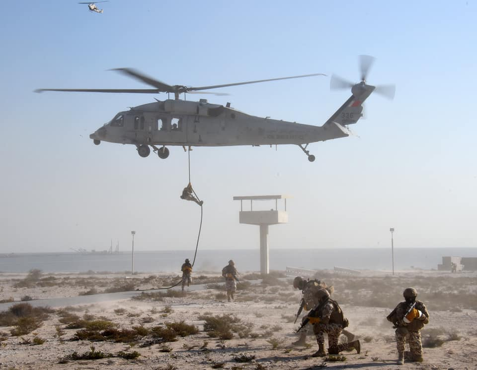 صورة بالصور: تدريبات عسكرية أمريكية إماراتية مشتركة في الخليج