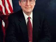 صورة زعيم الجمهوريين في مجلس الشيوخ سيصوّت لتبرئة ترامب.