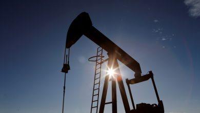 صورة مخاوف توتر في الخليج تقفز أسعار النفط إلى ذروة 13 شهرا