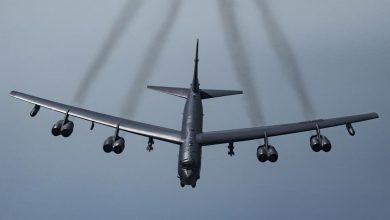 صورة قاذفة الطائرات الأميركية بي-52 تحلق فوق منطقة الخليج