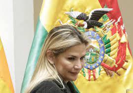 صورة اعتقال الرئيسة المؤقتة السابقة ووزيرين بتهمة الإرهاب والخيانة