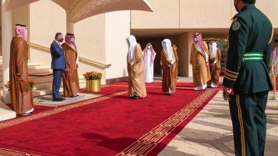 صورة رئيس الوزراء العراقي يصل الرياض وولي العهد السعودي في مقدمة مستقبليه