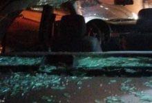 صورة بالصور.. فتاة أردنية تحطم زجاج 15 سيارة في إربد