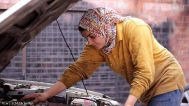 صورة مصريات قهراً الظروف ويعملن بمهنة الميكانيا للسيارات