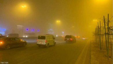 """صورة بالفيديو.. عاصفة رملية تحول سماء السعودية إلى """"الأحمر"""""""
