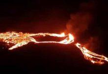 صورة بالفيديو: بعد 40 ألف زلزال و900 عام من الخمود.. ثوران بركان في أيسلندا
