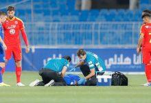 صورة بالفيديو: نجم الهلال يسقط مغشيا عليه خلال المباراة