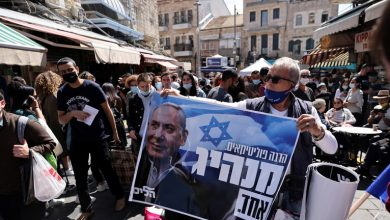 صورة إسرائيل تفرض إغلاقا عاما على الضفة الغربية وقطاع غزة