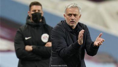 صورة مورينيو يشيد بسلوك لاعبي توتنهام أمام أستون فيلا