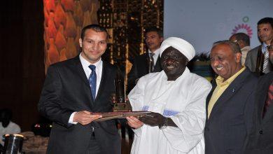 صورة الجزائري أحمد طيباوي يتوج بجائزة نجيب محفوظ للأدب