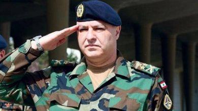 صورة قائد الجيش اللبناني يعمل على رسم خط فاصل مع النخبة الحاكمة