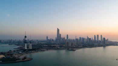 صورة بالفيديو.. رفع كميات كبيرة من السجاد من قاع البحر في الكويت