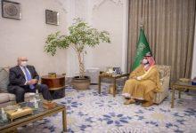 صورة بن سلمان والمبعوث الأمريكي يبحثان جهود التوصل لحل سياسي شامل فى اليمن