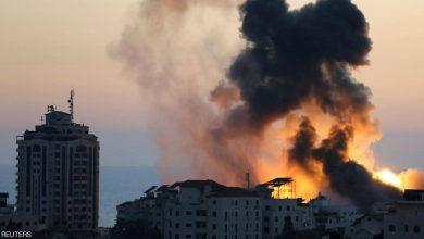 صورة قصف إسرائيلي على غزة وقتلى بمواجهات في الضفة الغربية