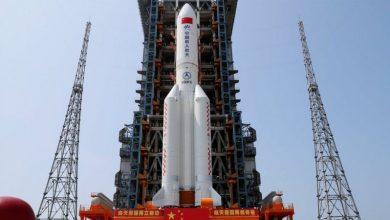 صورة الصاروخ الصيني التائه يقلق العرب ويثير سخريتهم