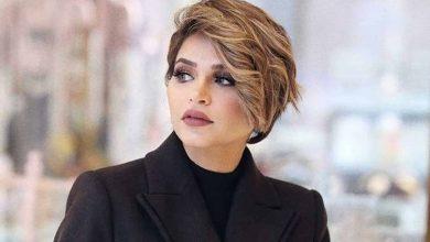 صورة شاهد: نهى نبيل تسجد شكرًا لله في مطار دبي
