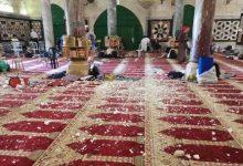 صورة المعتكفون يشرعون بتنظيف ساحات المسجد الأقصى عقب انسحاب القوات الإسرائيلية