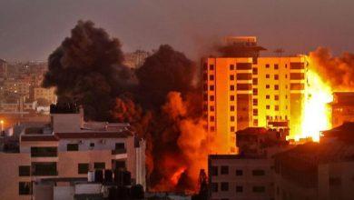صورة استهداف مبنى ملاصق لمقر السفير القطري بغزة وتدميره بالكامل