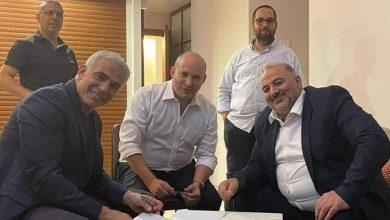 صورة حكومة تناوب إسرائيلية تطيح بنتنياهو وتضم حزباً عربياً