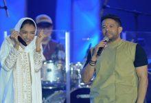 صورة بالفيديو: محمد حماقي يفاجئ الجمهور بغنائه مع زينة عماد بحفله في السعودية