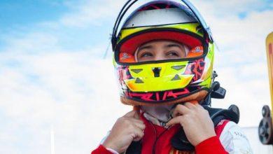"""صورة الإماراتية حمدة القبيسي أول امرأة تعتلي منصة تتويج """"فورمولا 4"""""""
