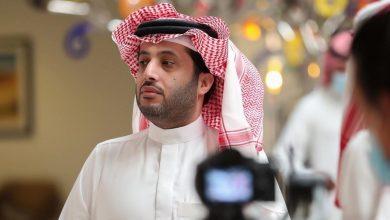 صورة أول تعليق من تركي آل الشيخ على صورة متداولة له تم التقاطها فجأة أثناء عشائه بأحد مطاعم الرياض