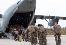 صورة أول طائرة لإجلاء رعايا فرنسا من أفغانستان تهبط في أبوظبي