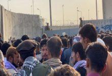 صورة الاشتباه بارتباط أفغاني بتنظيم الدولة الإسلامية بعد إجلائه من مطار كابل