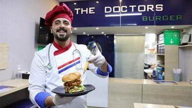 صورة بالزي الطبي والحقن.. أطباء يفتتحون مطعماً فريداً من نوعه بدمشق-صور