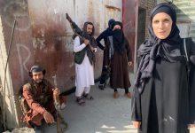 صورة بعد ظهورها بالحجاب .. مغردون يسخرون من مراسلة سي إن إن:كل ما يعجبك والبس ما يعجب طالبان