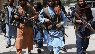 صورة بينها أحذية رياضية ونظارات شمسية.. شاهد عناصر من طالبان يتخلون عن الزي التقليدي ويرتدون ملابس عصرية