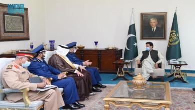 صورة تزامنا مع تطورات أفغانستان.. عمران خان يستقبل رئيس الأركان العامة السعودية
